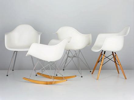 Sitzkomfort mit überragendem Aussehen bieten die Eames Plastic Chairs von Vitra