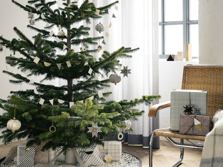 ferm living Christbaumständer und Messing Ornament