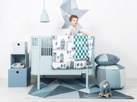 Kili Baby- und Kinderbett in hellblau