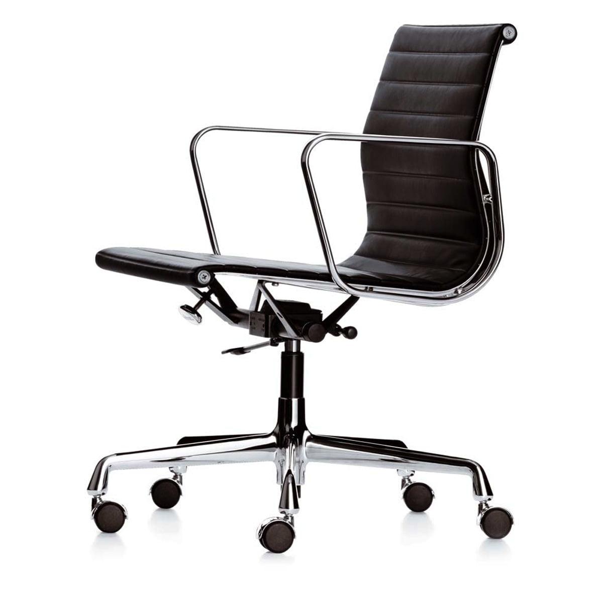 Bürostuhl designklassiker eames  Vitra - EA 117 Bürostuhl Chrom mit Armlehnen, drehbar, Hopsak nero  (Teppichbodenrollen)