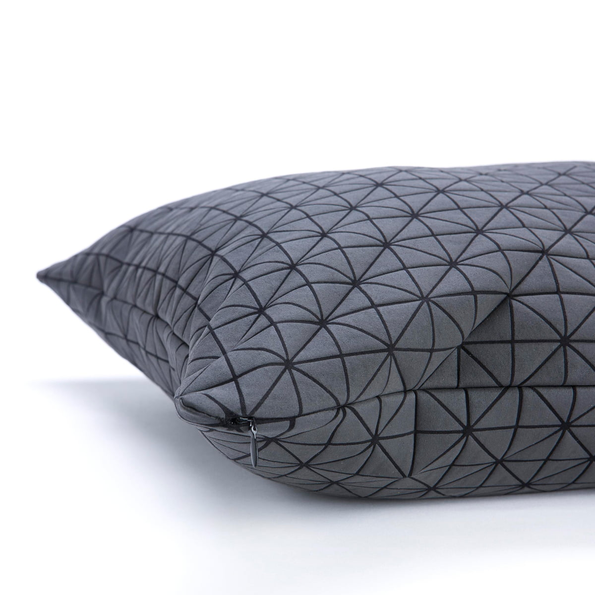 geo origami kissenbezug von mika barr. Black Bedroom Furniture Sets. Home Design Ideas