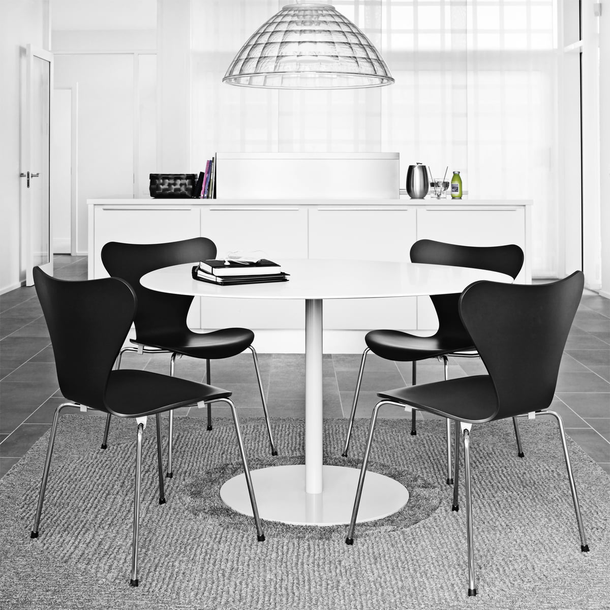 serie 7 farbig von arne jacobsen im shop. Black Bedroom Furniture Sets. Home Design Ideas