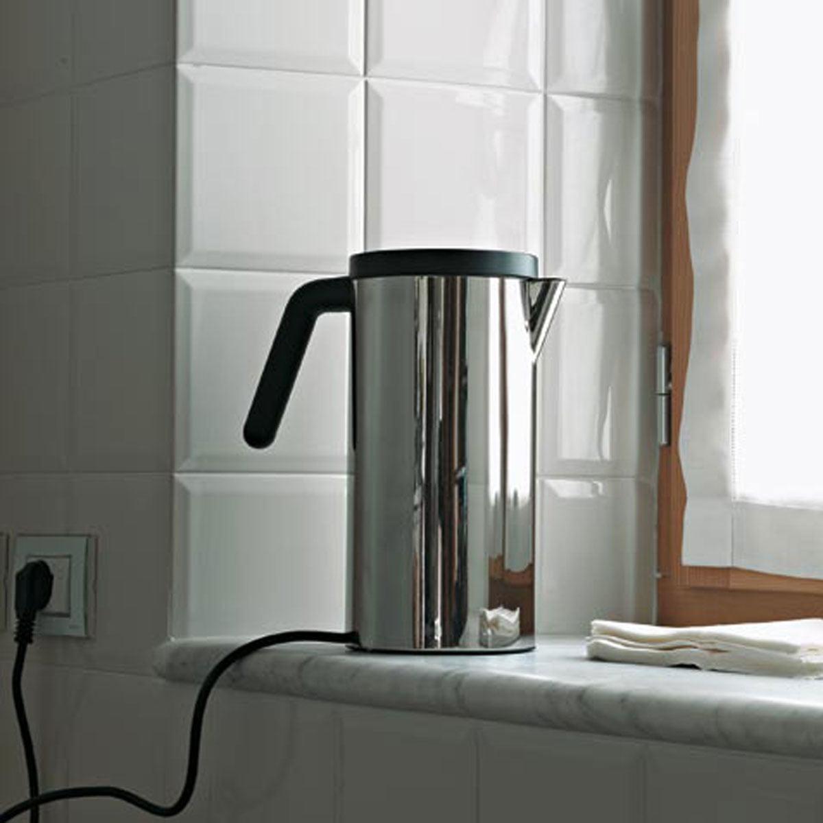 elektrischer wasserkocher von alessi. Black Bedroom Furniture Sets. Home Design Ideas