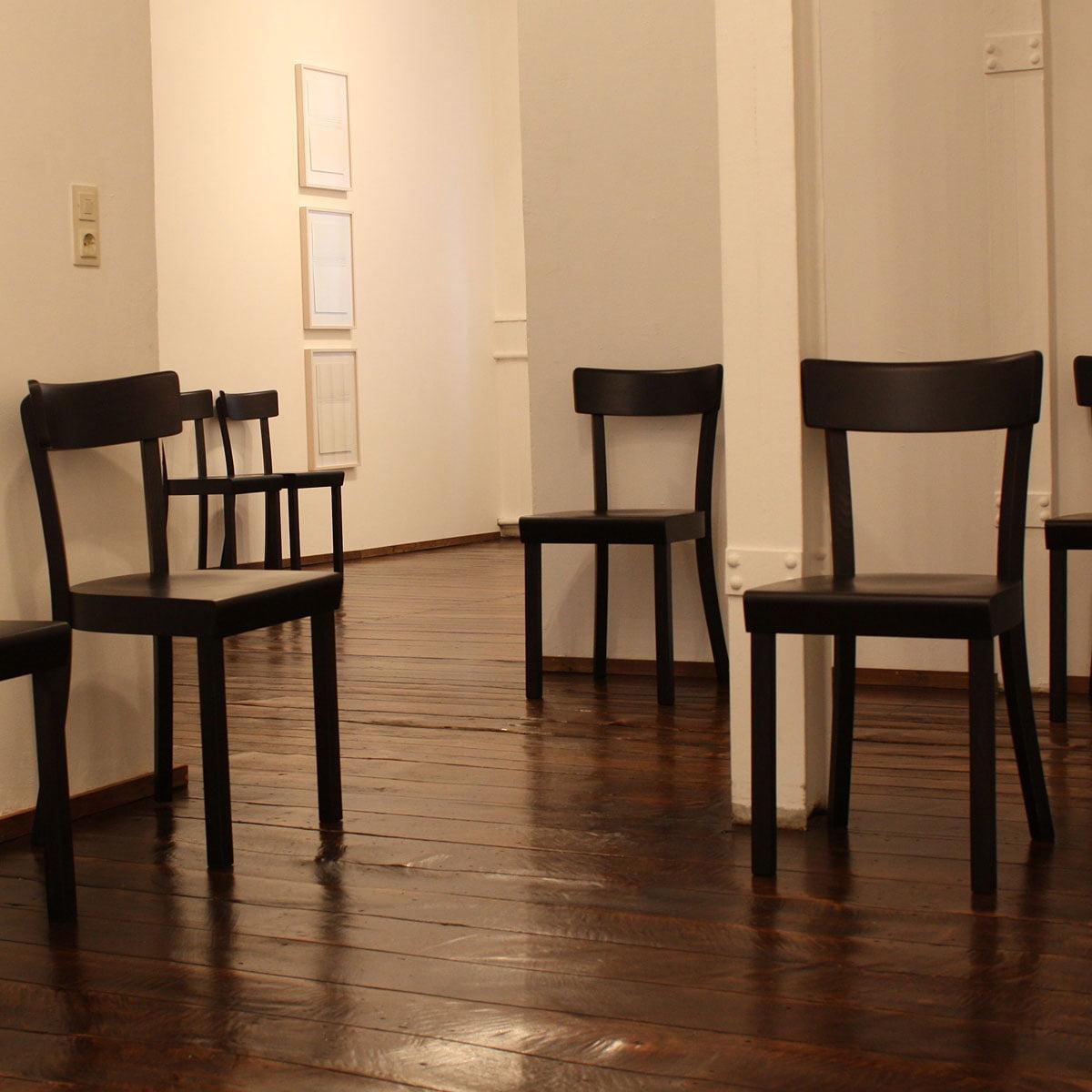 Frankfurter Stuhl von Stoelcker | Connox Shop