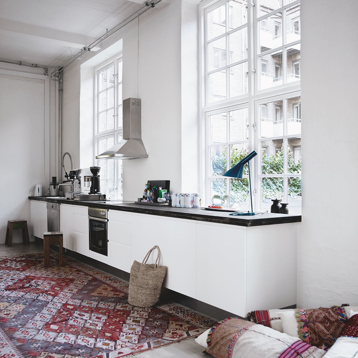 aj tischleuchte von louis poulsen connox. Black Bedroom Furniture Sets. Home Design Ideas