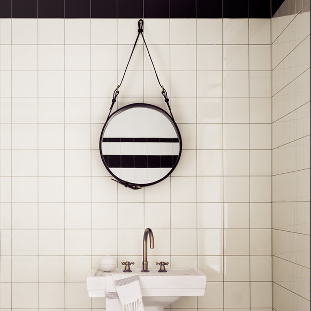 adnet spiegel rund von gubi connox shop. Black Bedroom Furniture Sets. Home Design Ideas