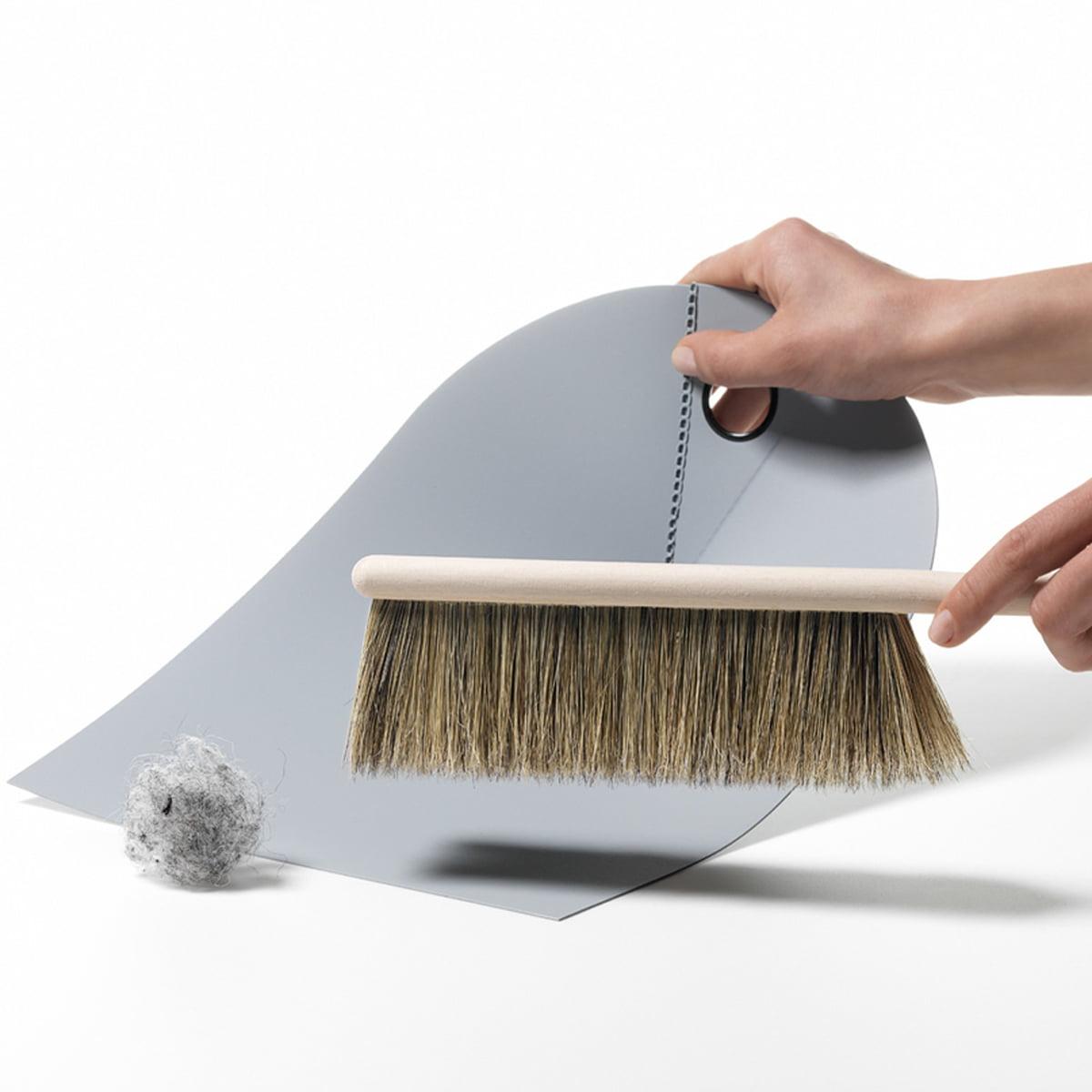 normann copenhagen handfeger und kehrblech. Black Bedroom Furniture Sets. Home Design Ideas