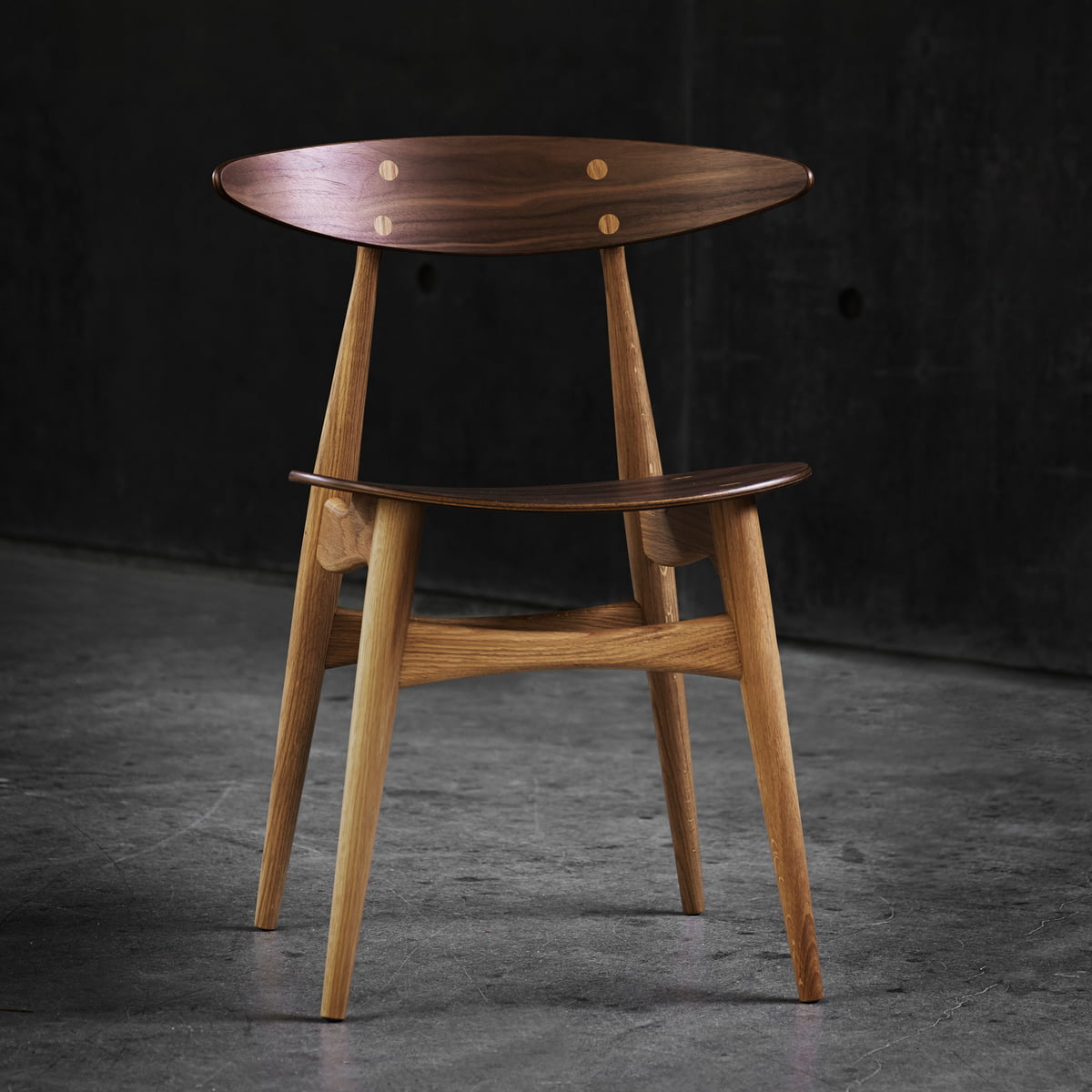 carl hansen ch33 t stuhl im wohndesign shop. Black Bedroom Furniture Sets. Home Design Ideas