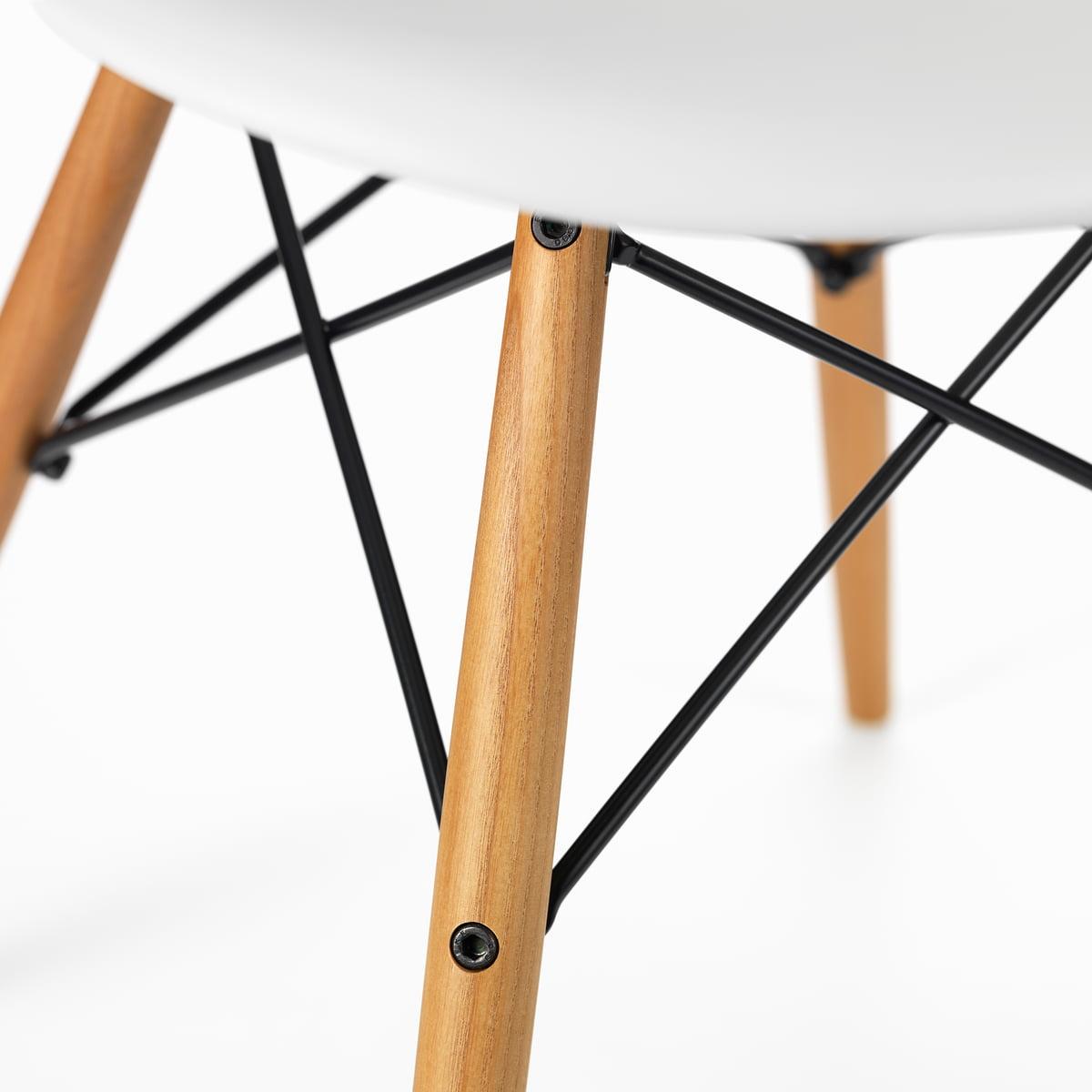 Der Vitra   Eames Plastic Armchair DAW, Esche Honigfarben / Weiß Im Detail