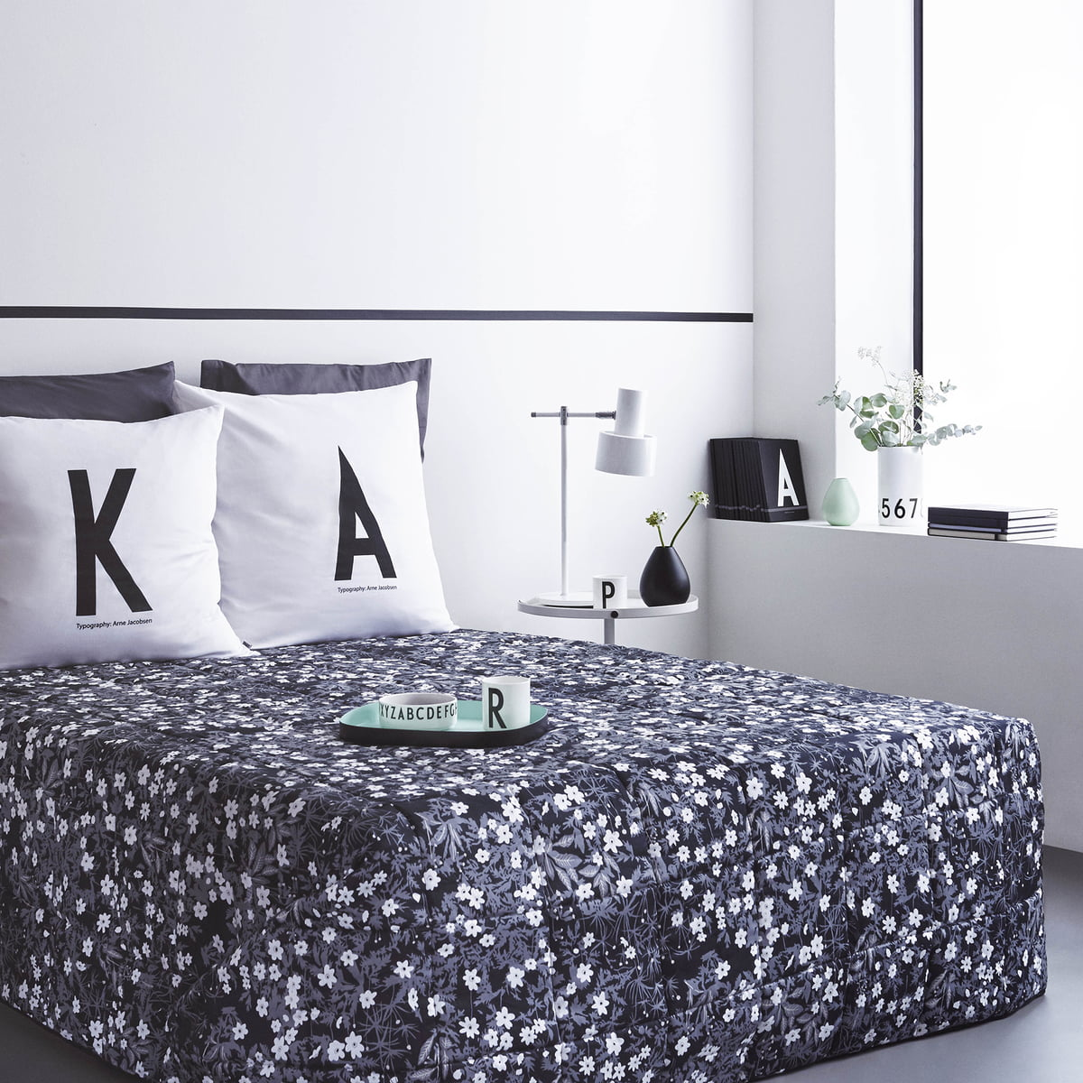 blumen tagesdecke von design letters im shop. Black Bedroom Furniture Sets. Home Design Ideas