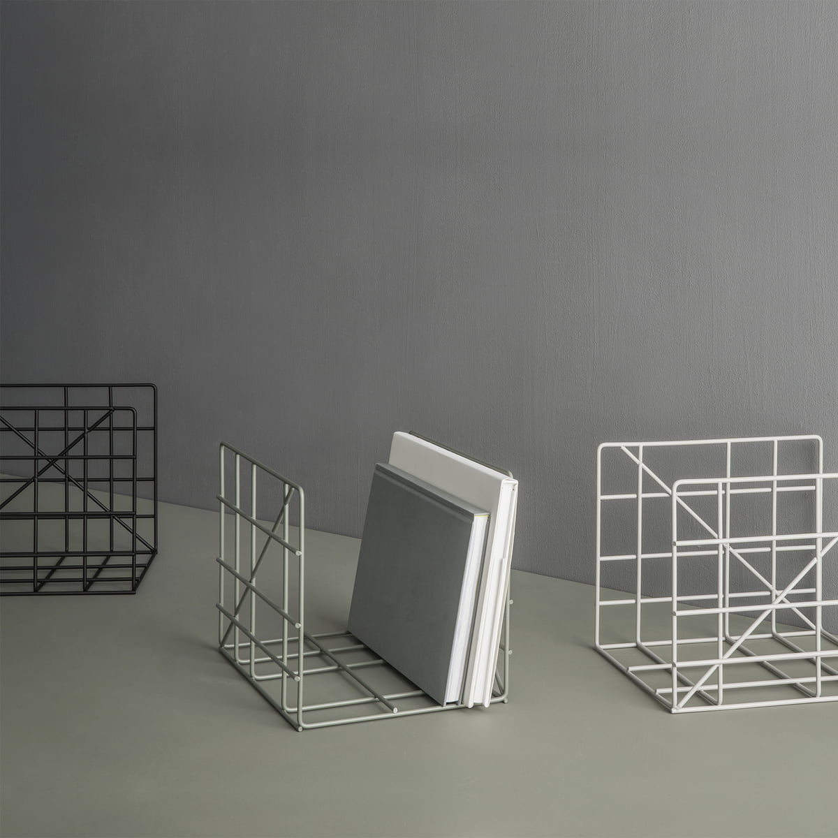 gitter magazinhalter von ferm living im shop. Black Bedroom Furniture Sets. Home Design Ideas