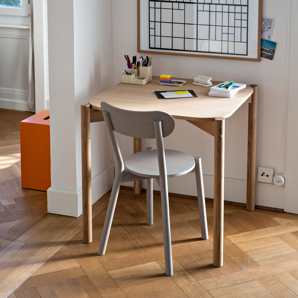 Castor Table von Karimoku New Standard