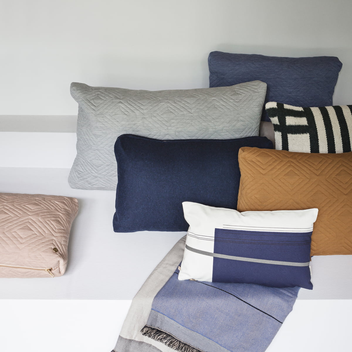colour block kissen small ferm living
