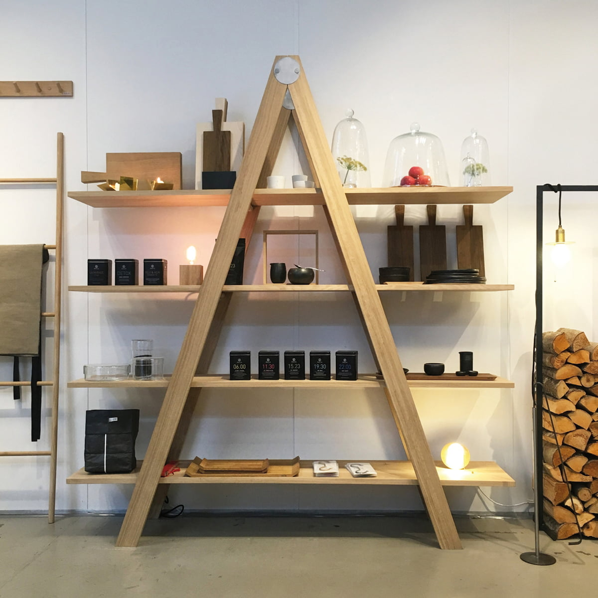 leiterregal von raumgestalt connox shop. Black Bedroom Furniture Sets. Home Design Ideas