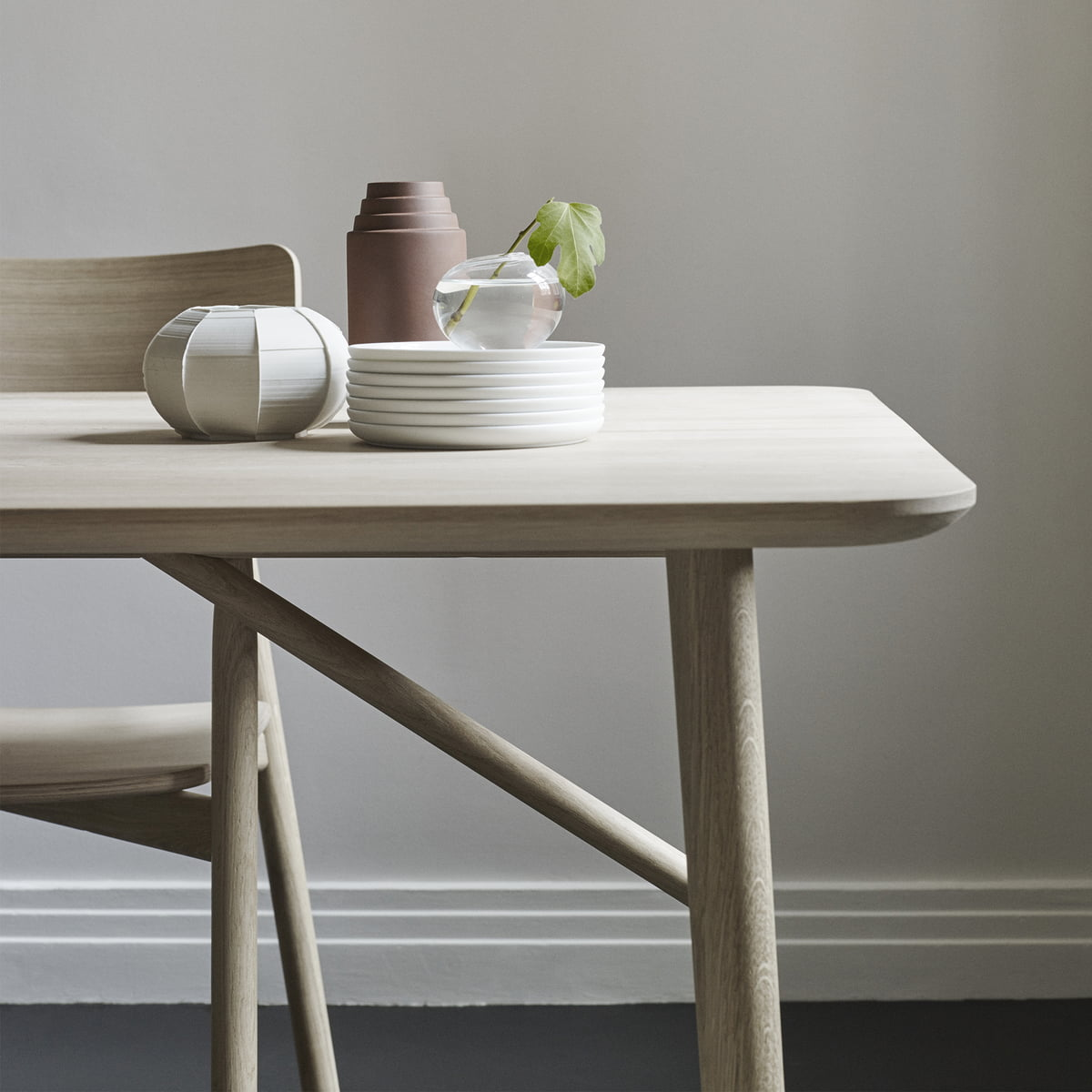 Hven armlehnstuhl von skagerak connox shop for Armlehnstuhl esstisch