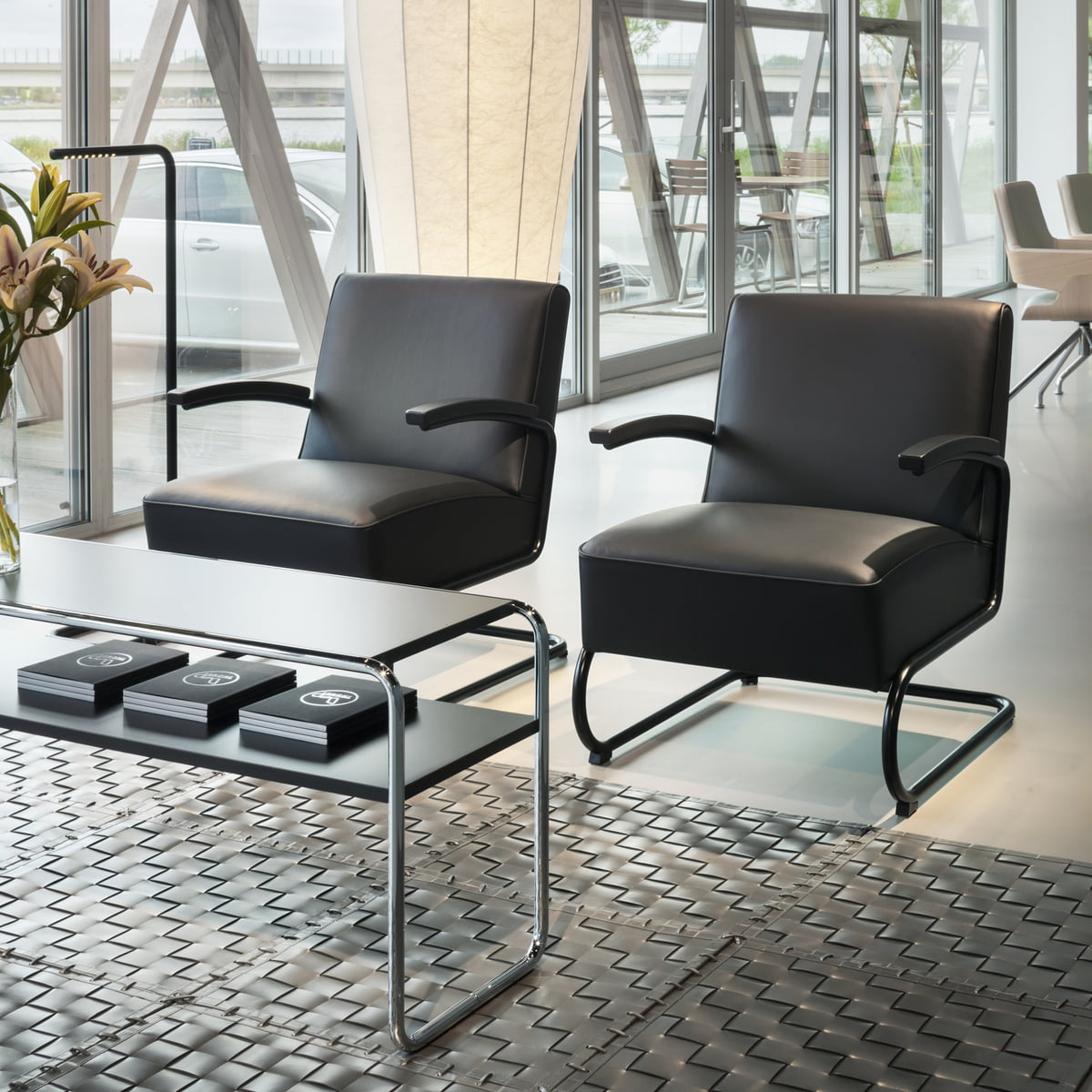 s 411 sessel von thonet connox shop kaufen. Black Bedroom Furniture Sets. Home Design Ideas