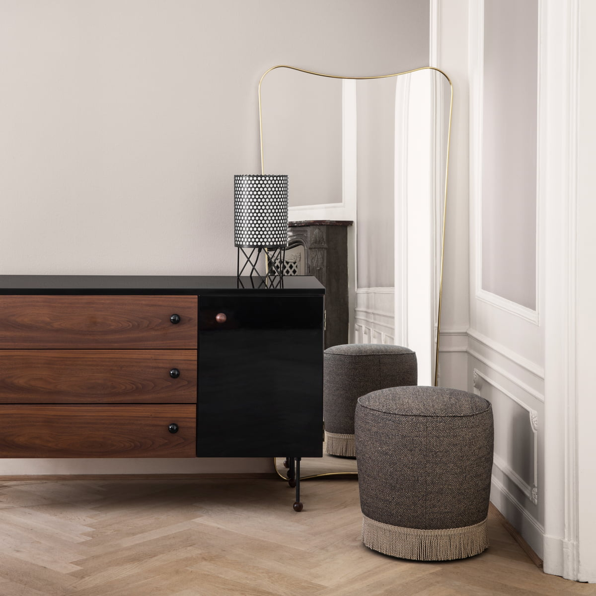 f a 33 wandspiegel von gubi online kaufen. Black Bedroom Furniture Sets. Home Design Ideas