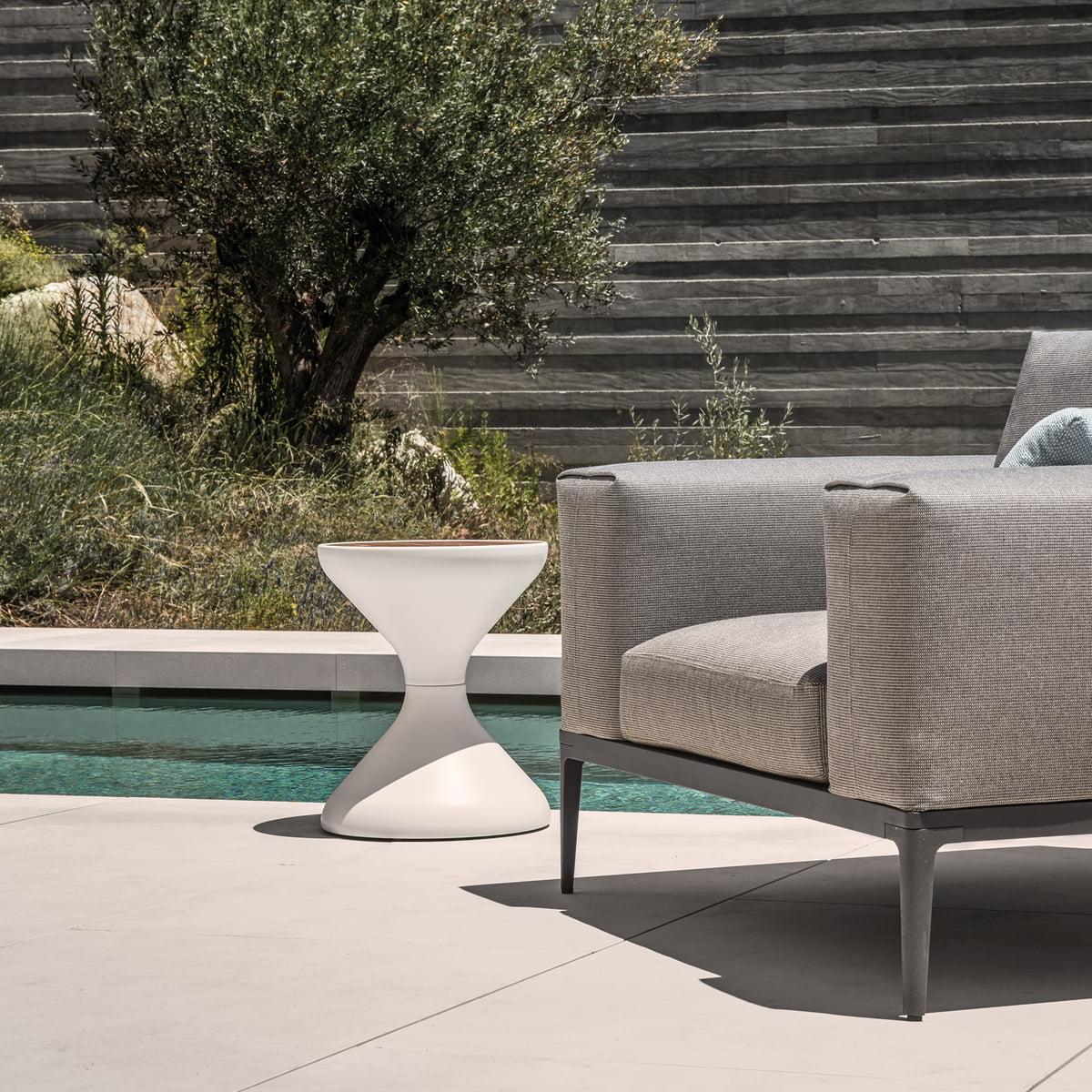 bells beistelltisch von gloster connox. Black Bedroom Furniture Sets. Home Design Ideas