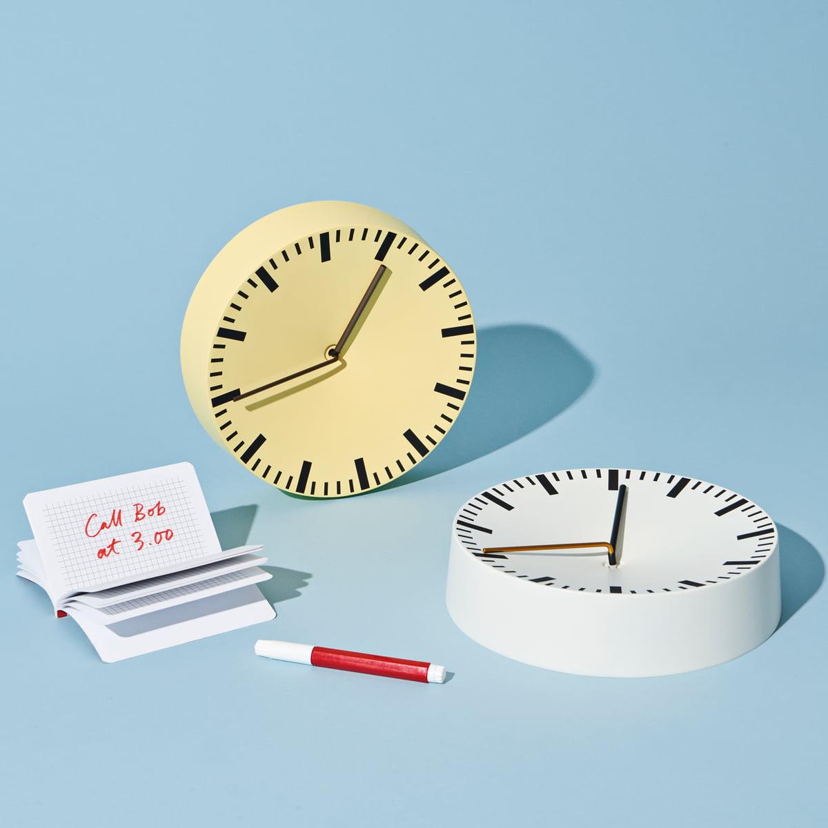 Analog Uhr Von Hay In Weiß Und Hellgelb