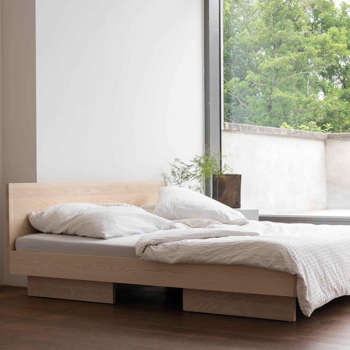 zians bett von objekte unserer tage connox. Black Bedroom Furniture Sets. Home Design Ideas