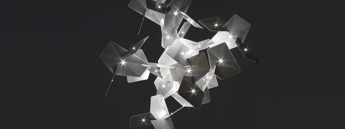 Anta Leuchten wie Stehleuchte, Tischleuchte oder Pendelleuchte im edlen, dezenten Design hier im Shop kaufen. Helles, schönes Licht in schwarzer Dunkelheit.