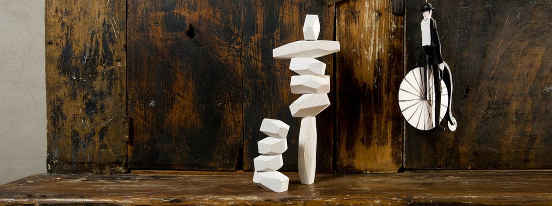 Die Balancing Blocks von Areaware sind Holzblöcke in verschiedenen Größen. Stapelt man die Blöcke beliebig übereinander, entsteht eine ungewöhnliche Skulptur.