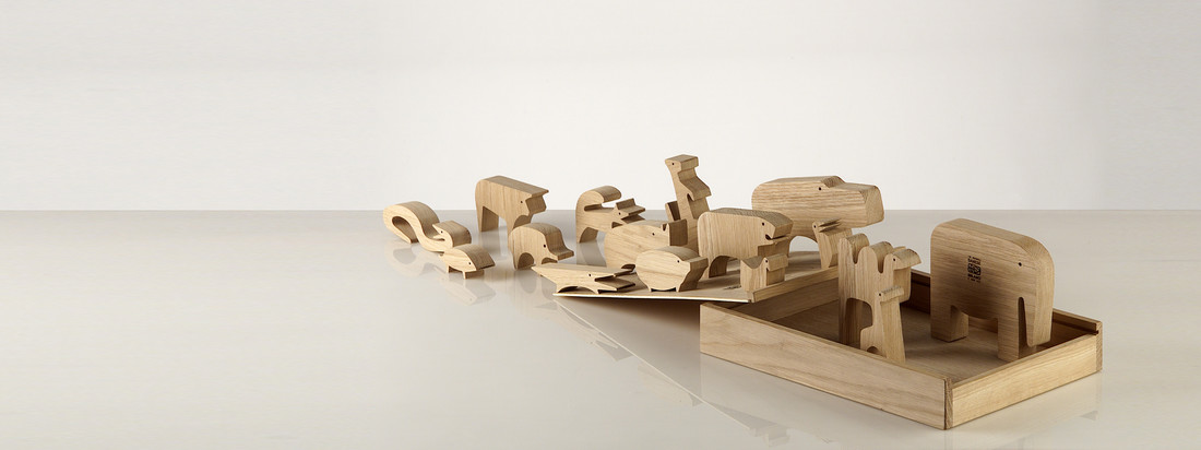 Danese Milano ist ein italienisches Design-Unternehmen. Das Sedici Animali Holzpuzzle besteht aus kleinen Holztieren, die gepuzzlet in der Box ein Gesamtbild ergeben.