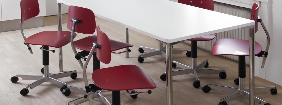 Engelbrechts ist ein dänischer Hersteller für Möbel. Der Kevi 2003 Bürostuhl besteht aus einer kompakten Sitzfläche aus Holz und einem Fußkreuz aus Aluminium.