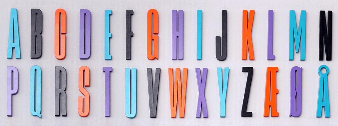 Die Arne Jacobsen ABC Kollektion von Design Letters basiert auf einer Typografie, die der dänische Designer ursprünglich 1937 für das Aarhus Rathaus entworfen hat.