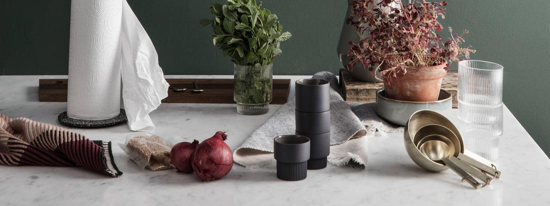 Wenn man funktionales Design mit einem verspielten Touch sucht ist man bei ferm Living absolut richtig. Die Küchen Kollektion des Designstudios ist deshalb genau so vielfältig, edel und praktisch wie die anderen Designobjekte des dänischen Herstellers.