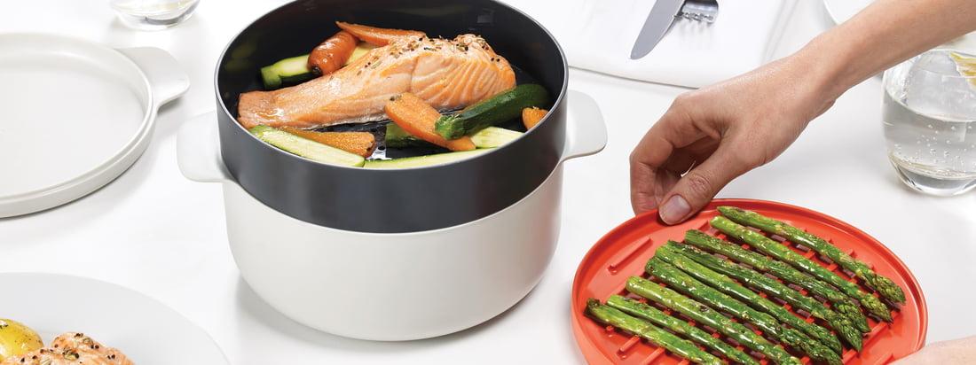 Die M-Cuisine Kollektion von Joseph Joseph beinhaltet einen Pasta- und Reiskocher, einen Eierpochierer, Cool-Touch Schale und Teller, eine Omelett-Schüssel und ein 4-teiliges Kochset.
