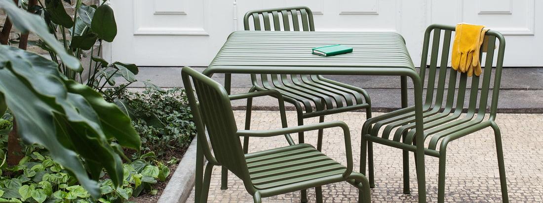Die Palissade Kollektion von Hay in der Gruppenansicht. Formschöne Gartenmöbel gestalten Ihren Außenbereich und vereinen funktionelle und ästhetische Aspekte.
