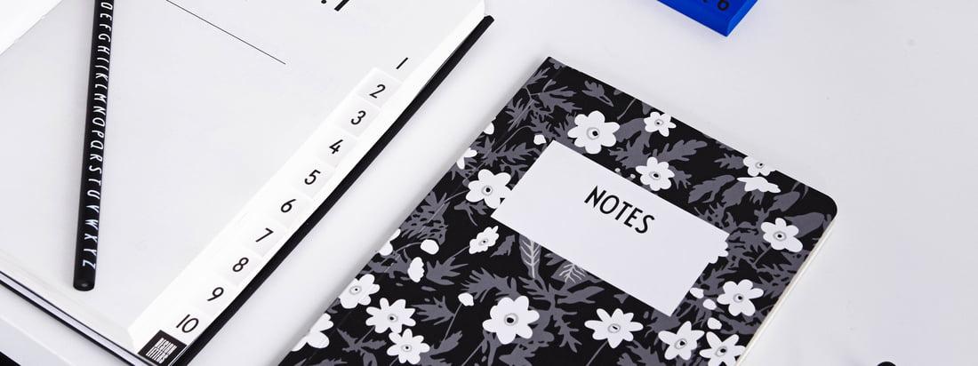 Das AJ Vintage Flowers Notizbuch, die AJ Personal Notizbücher A-Z, AJ Royal Vintage Travel Journal und viele weitere Büroaccessoires von Design Letters bieten jede Menge Raum und Papier für Ihre Ideen und Notizen.
