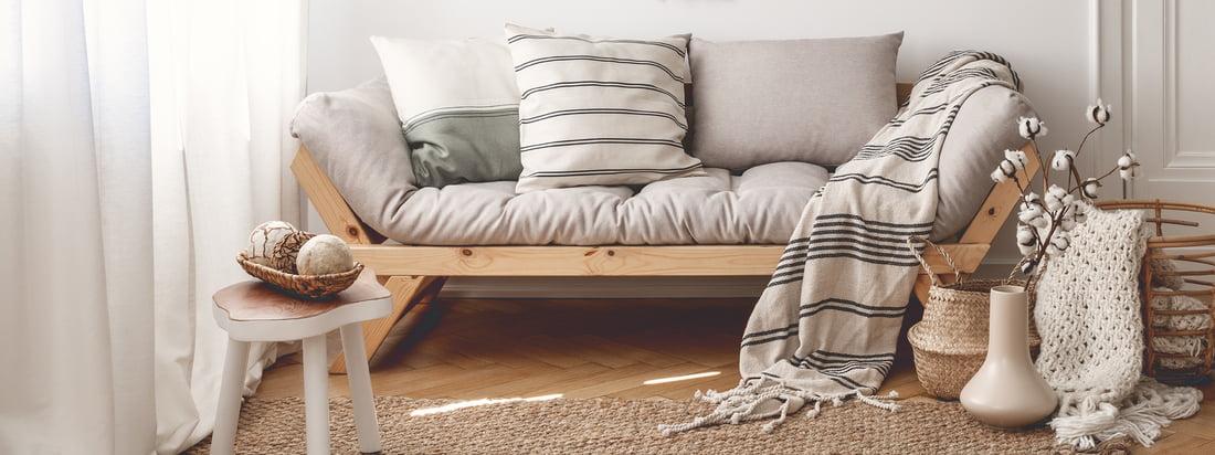 Karup Design, ein Hersteller aus Dänemark, produziert stilvolle Möbel wie den Nido Futon-Sessel. Der graue Sessel bietet eine bequeme, gut gepolsterte Sitzfläche.