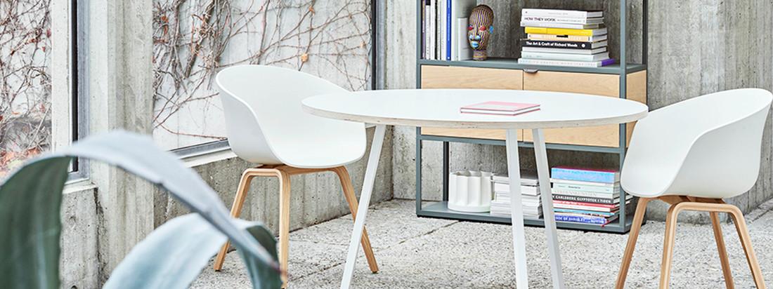 Hay: About A Chair AAC 22, Holz-Vierbeingestell (Eiche matt lackiert) / weiß, Filzgleiter