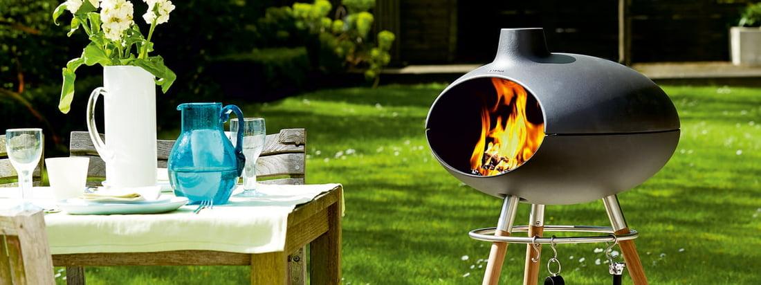 Der Grill Forno II von Morsø ist ein Grill sowie ein Ofen und wird durch die Kombination aus Gusseisen und Holzgestell zum Hingucker auf jeder Terrasse.