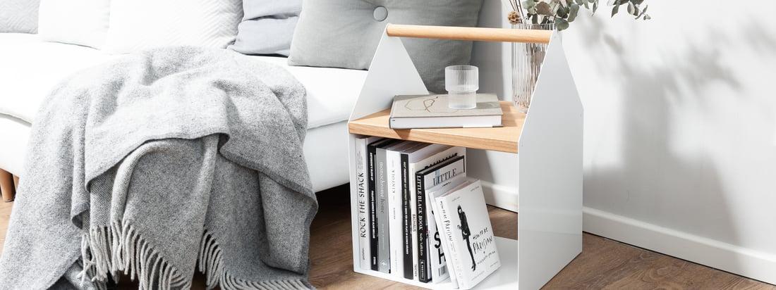 Wer auf der Suche nach einer zusätzlichen Ablage neben dem Sofa ist, trifft mit dem Tiny House von yunic die richtige Wahl. Der niedliche Beistelltisch bietet jede Menge Platz für Bücher und weitere Kleinigkeiten und ist eine praktische Ablage im Alltag.