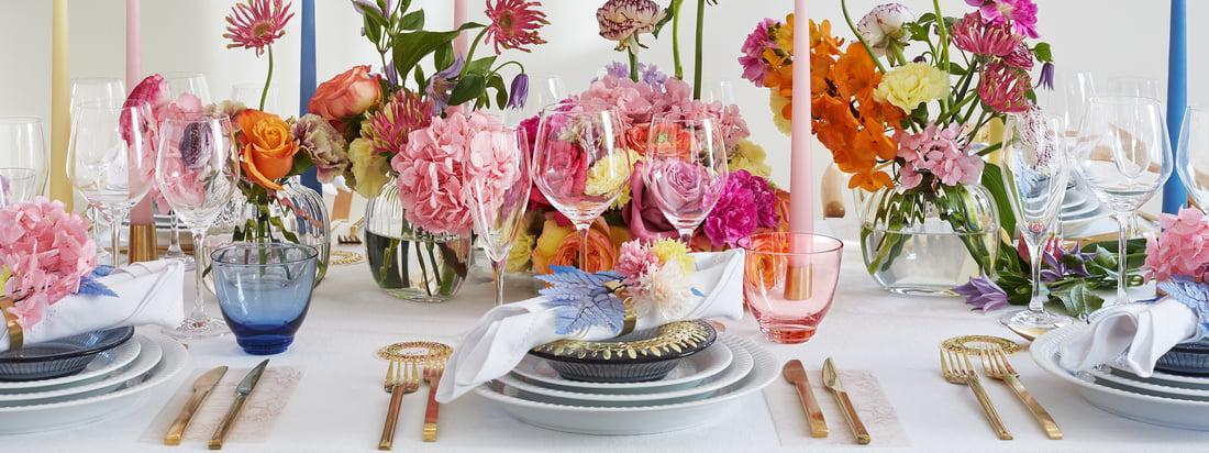 Das Hammershøi Geschirr von Kähler Design ergänzt sich wunderbar und lässt sich einfach kombinieren. Zusammen dekoriert das zeitlose Geschirr den Tisch für einen eleganten Dinner-Abend oder einen Sonntagsbrunch.