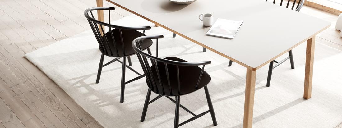 Der J64 Stuhl von Fredericia der von Ejvind A. Johansson entworfen wurde ist eine Mischung aus klassischen Windsor Elementen und dem skandinavischen Stil.