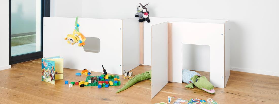 Die Kids Kollektion von Tojo überzeugt mit multifunktionalen und durchdachten Möbeln. Das schlichte Design und der Mix aus weißem und naturbelassenem Holz fügt sich harmonisch in jedes Kinderzimmer ein.