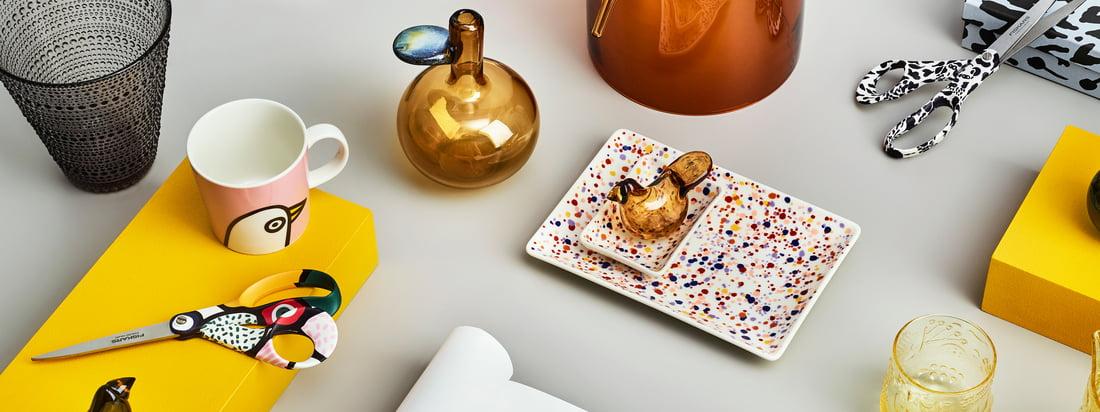 Die fröhliche Oiva Toikka Kollektion von Iittala beinhaltet eine Vielzahl unterschiedlicher Produkte mit zahlreichen verspielten Mustern, die wunderbar kombiniert werden können.