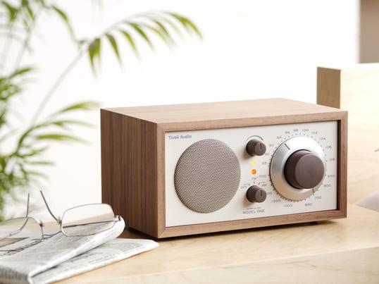 Das von dem legendären Sound-Guru Henry Kloss entworfene Tischradio garantiert Hörgenuss auf höchstem Niveau. Der Mono-Radioempfänger bietet einzigartige Empfangs- und Tonqualität, die auch noch gut aussieht.