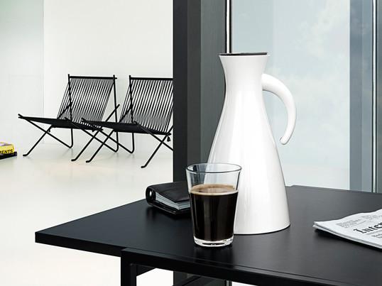 Die Isolierkanne von Eva Solo ist sowohl für den Eva Solo Teefilter als auch für den Kaffeefilter ausgelegt und kann mit jeder Art von heißen und kalten Getränken gefüllt werden.