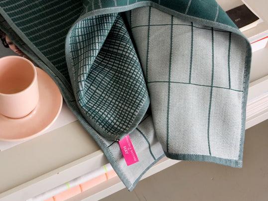 Die Scholten & Baijings Geschirrtücher wurden von den gleichnamigen Designern für das dänische Unternehmen Hay entworfen. Sie überzeugen durch grafische Muster und gewagte Farbkombinationen.