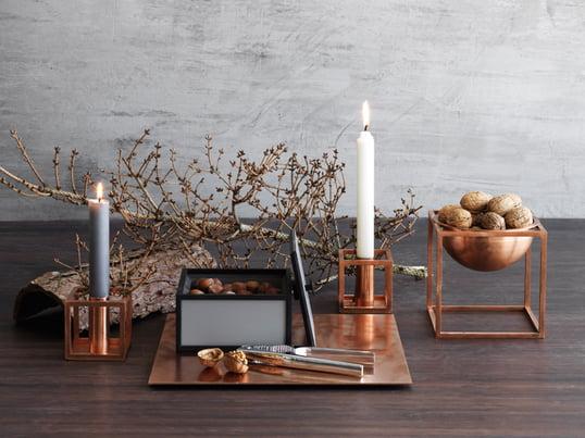 Der Kubus 1 Kerzenhalter und die Kubus Bowl vom dänischen Unternehmen by lassen wurden von Mogens Lassen mit einem scharfen Sinn für zeitgenössischen, funktionalistischen Stil entworfen.