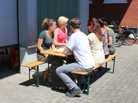 10 Gründe, warum wir den Sommer lieben - die Mittagspause in der Sonne gehört dazu!
