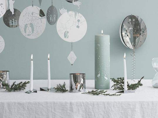 Erschaffen vom schwedischen Designstudio All the way to Paris erschaffen die Kerzen, Dosen und Kerzenständer, aufgrund der einzigartigen Farbgebung, eine ganz besondere weihnachtliche Welt.