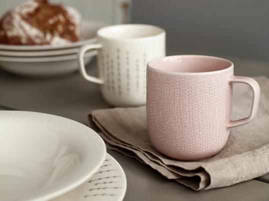 Kaffeebecher verwandeln Ihren Früchstückstisch in eine farbenfrohe Tafel. Mit der Sarjaton Kollektion von Iittala haben Sie die Möglichkeit verschiedenes Geschirr zu verwenden, dass stilistisch dennoch aufeinander abgestimmt ist.