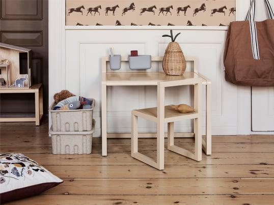 Der Kindertisch von De Breuyn aus der debe.detail Kollektion ist ein äußerst flexibles Tischsystem, dass sich Ihren Bedürfnissen und der Raumsituation optimal anpasst und mit den Kindern mitwächst.
