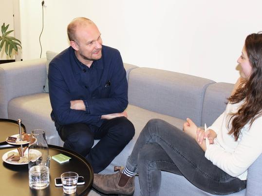 Rolf Hay hat im Februar 2017 Connox einen Besuch abgestattet. Wir haben ihn interviewt und haben ihn gefragt, wie es zur Gründung von Hay kam und was ihn antreibt.